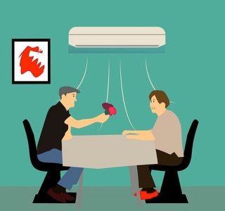 【結露(けつろ)を利用】エアコンのあの嫌なニオイを取りたいなら『窓全開で冷房をフル稼働や!』