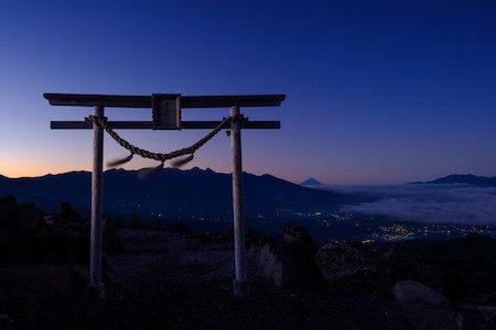 【クイズ】なぜ神社の参道は真ん中を歩いてもいい?ダメ?