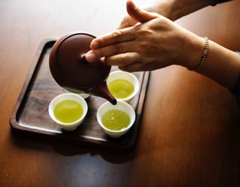 緑茶 茶色